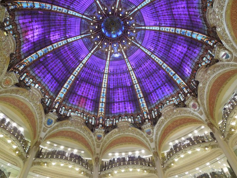 The amazing color-changing ceiling of Galeries Lafayette