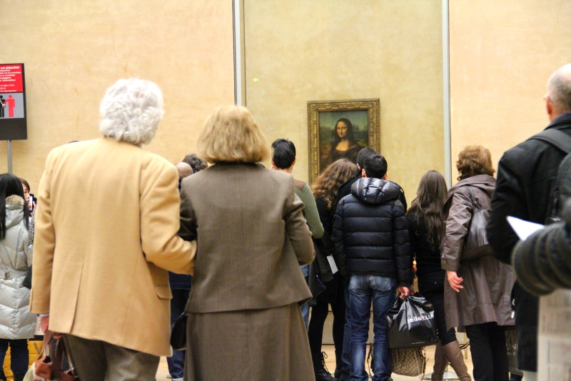 Mona Lisa and her admirers.