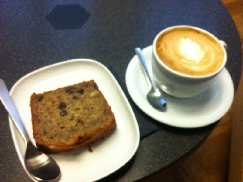 Banana bread and a café creme