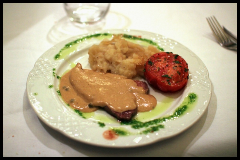 veal with grilled tomato and mashed potatoes